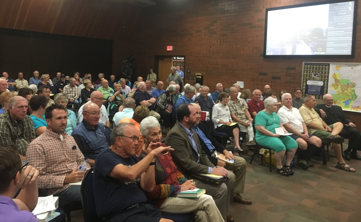 The St. George City Council chambers were packed by residents of SunRiver and the neighboring Riverstone community to voice their opposition to allowing auto sales in the area around the Exit 2/Atkinville interchange, particularly on a portion of Pioneer Road. The developers asking for the city the auto sales designation on Pioneer Road withdrew their request, resulting in surprise and applause from the council meeting attendees, St. George, Utah, Oct. 3, 2016 | Photo by Mori Kessler, St. George News