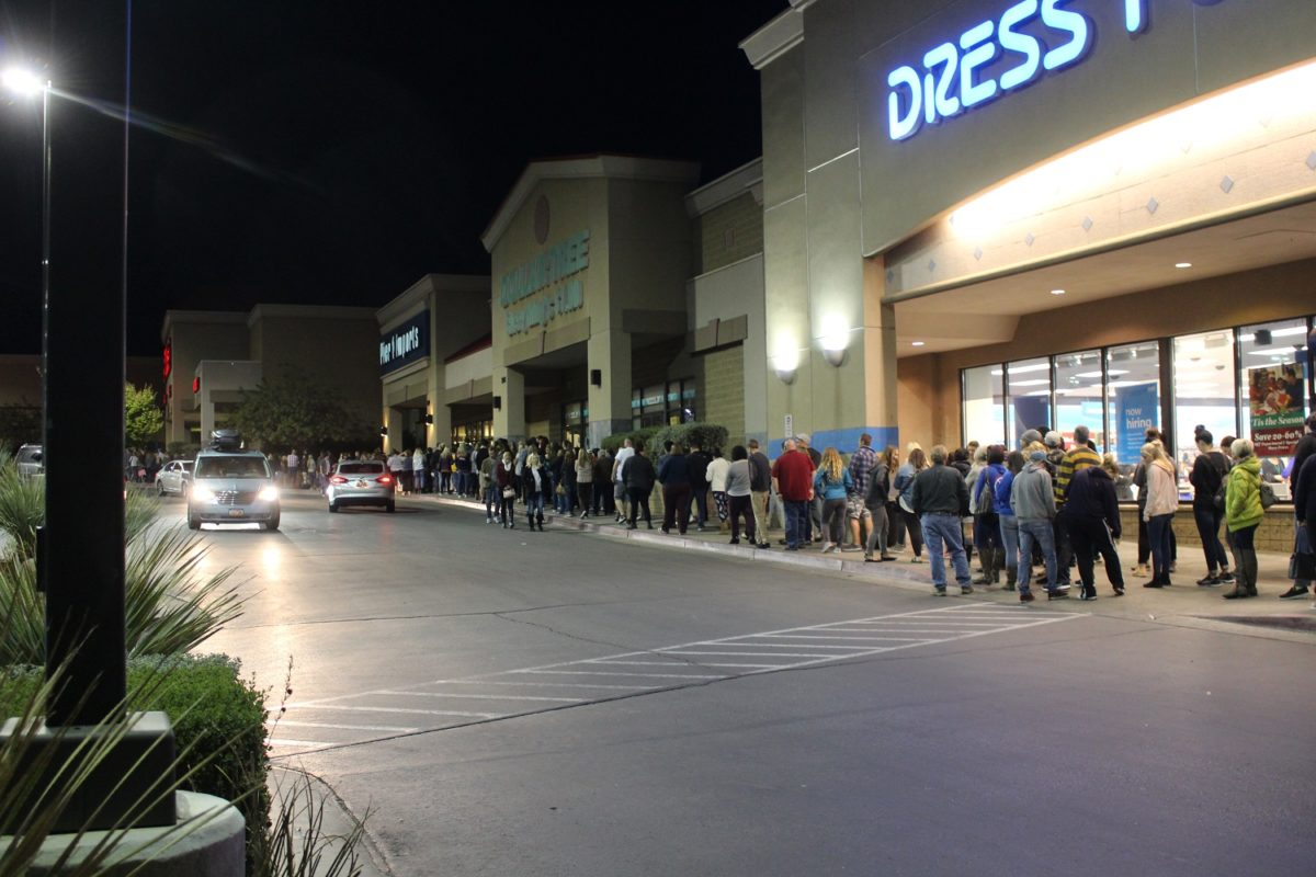 People lined up from Target's front doors south to Lowes Home Improvement Center Thursday evening waiting for Black Friday to begin, St. George, Utah, Nov. 24, 2016 | Photo by Cody Blowers, St. George News