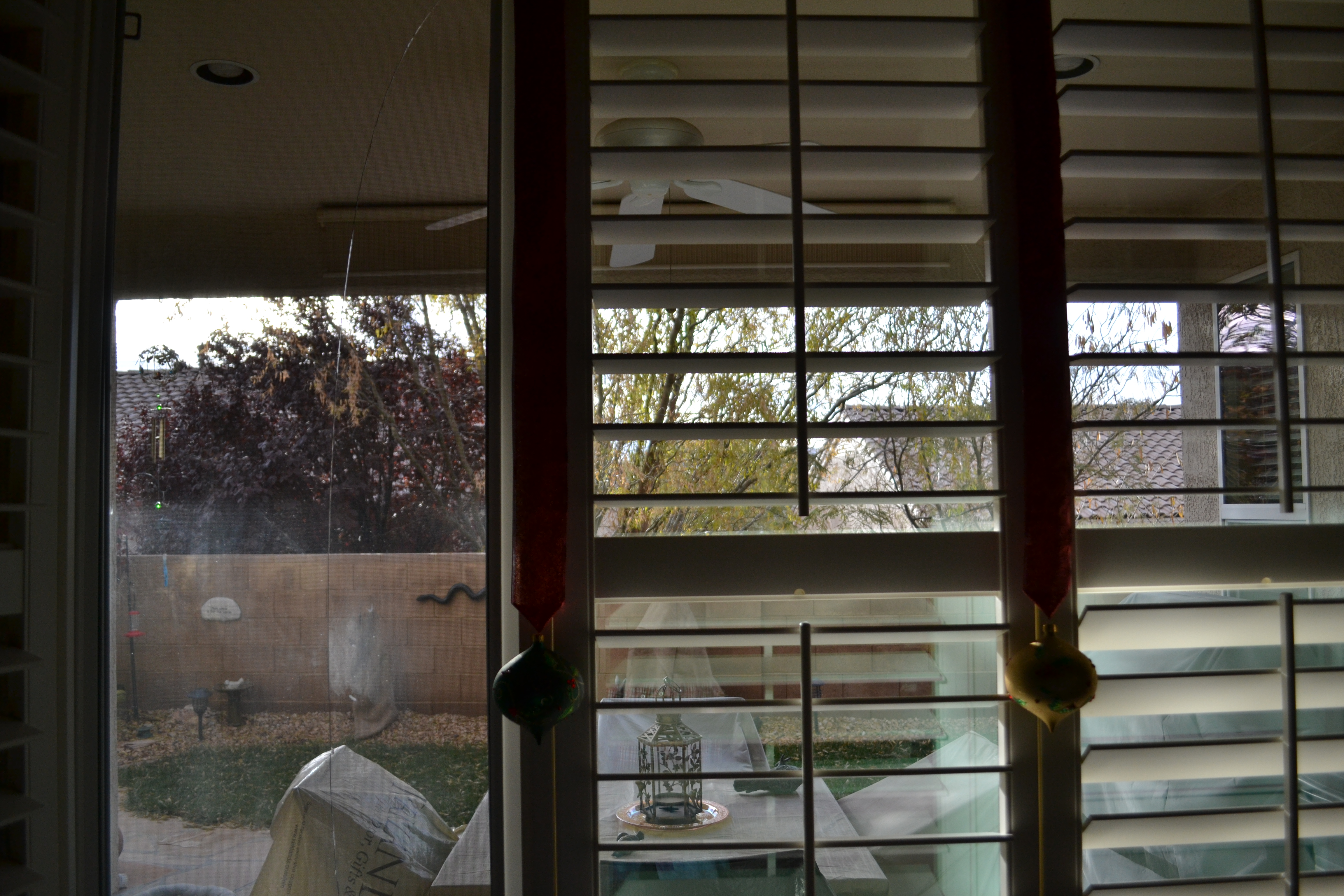 A cracked window in the home of Charles Rose at SunRiver, St. George, Utah, Dec. 5, 2016   Photo by Joseph Witham, St. George News