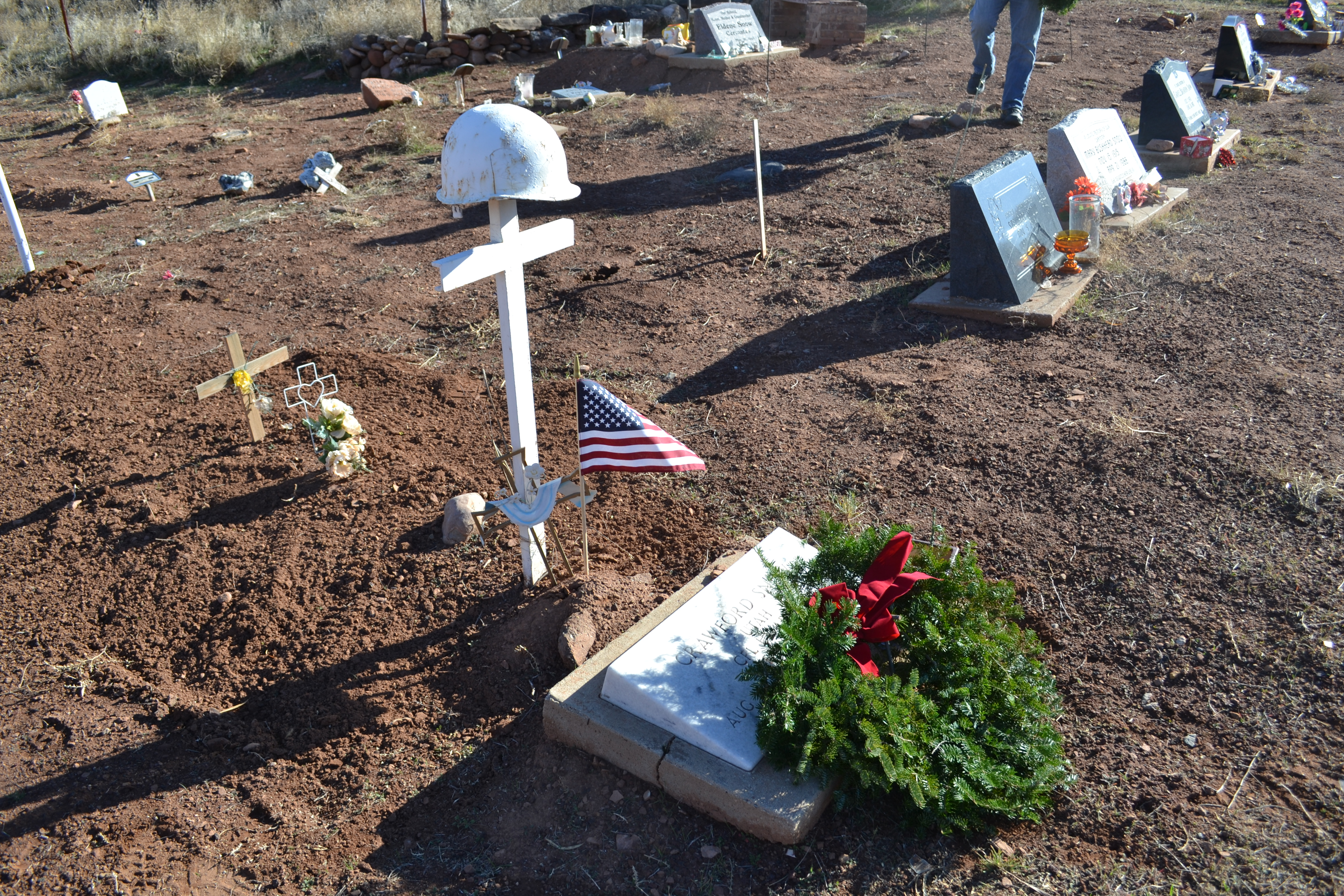 A wreath is laid at the grave of Crawford Snow, Shivwits, Utah, Dec. 17, 2016 | Photo by Joseph Witham, St. George News