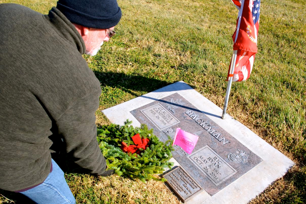 Steven W. King places a Christmas wreath on his friend and Vietnam veteran Ric Backman's grave, St. George, Utah, Dec. 17, 2016 | Photo by Valerie King, St. George News
