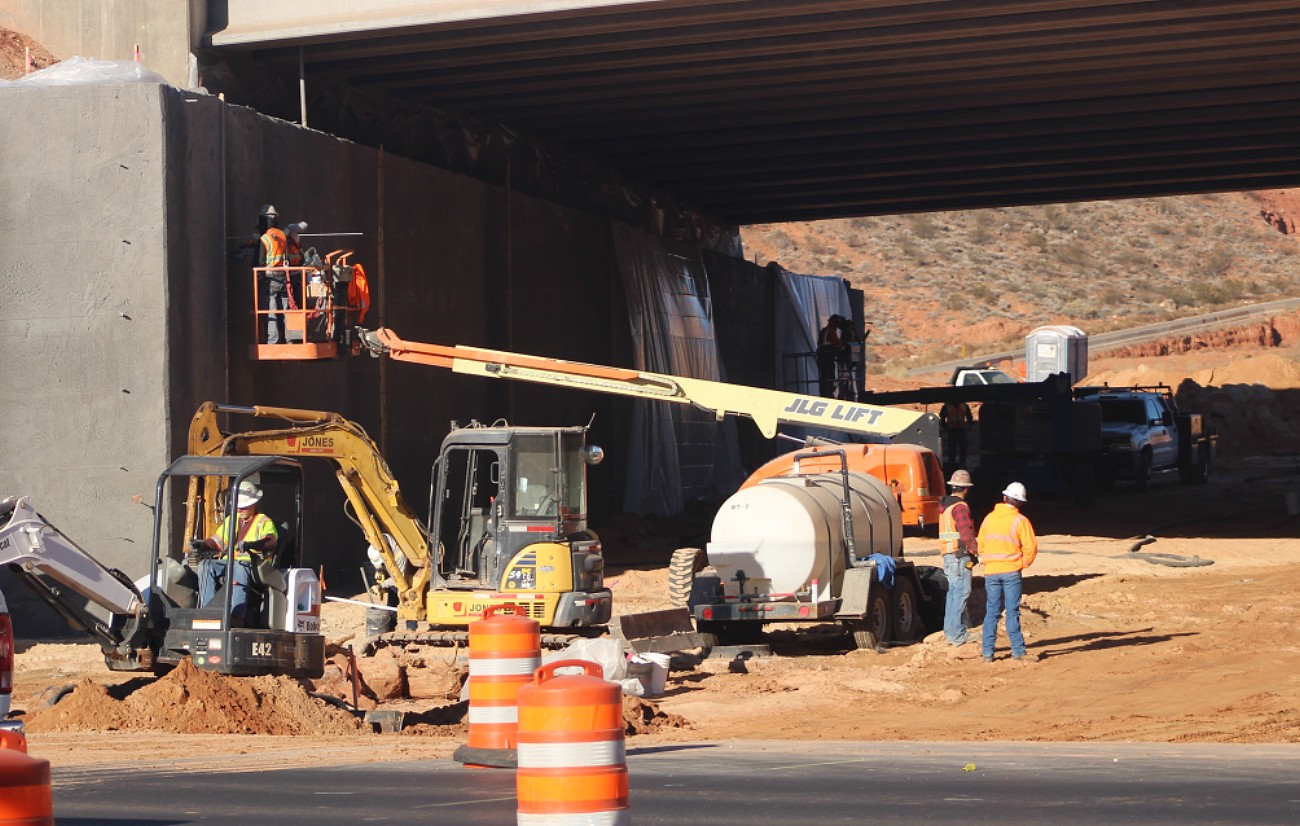 Officials are hoping to have the freeway underpass connecting Red Hills Parkway and Red Cliffs Drive finished by Christmas or shortly thereafter. The underpass is anticipated to help cut down on traffic congestion experienced at the nearby Exit 8 and 10 interchanges by 10-to-15 percent in the long term, St. George, Utah, Dec. 5, 2016 | Photo by Mori Kessler, St. George News
