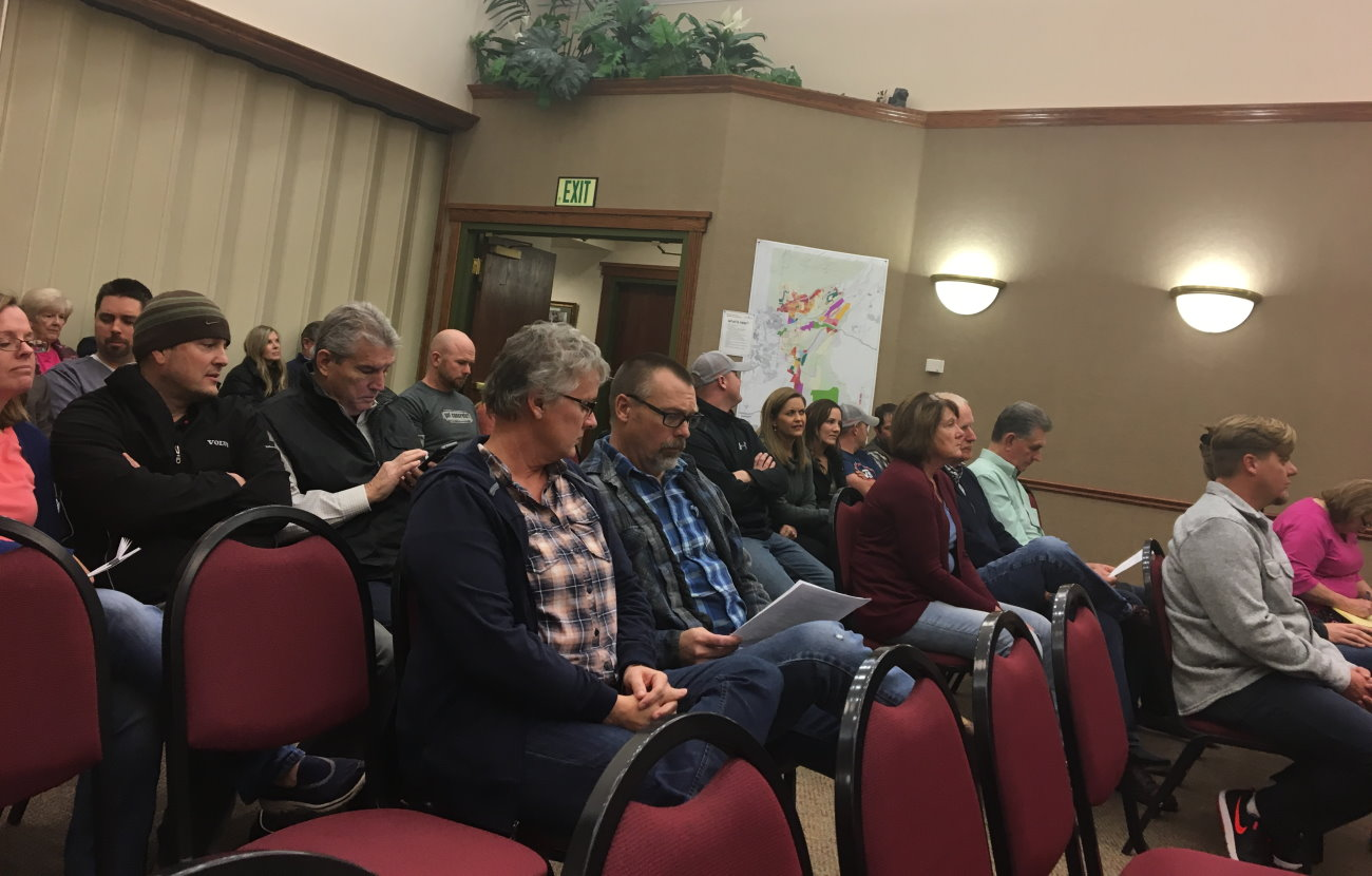 The Washington City Council chambers were filled with people who came to address the council with concerns related to the city's general plan and a proposed general plan amendment that some worried will negatively affect them if passed, Washington City, Jan. 11, 2017 | Photo by Mori Kessler, St. George News