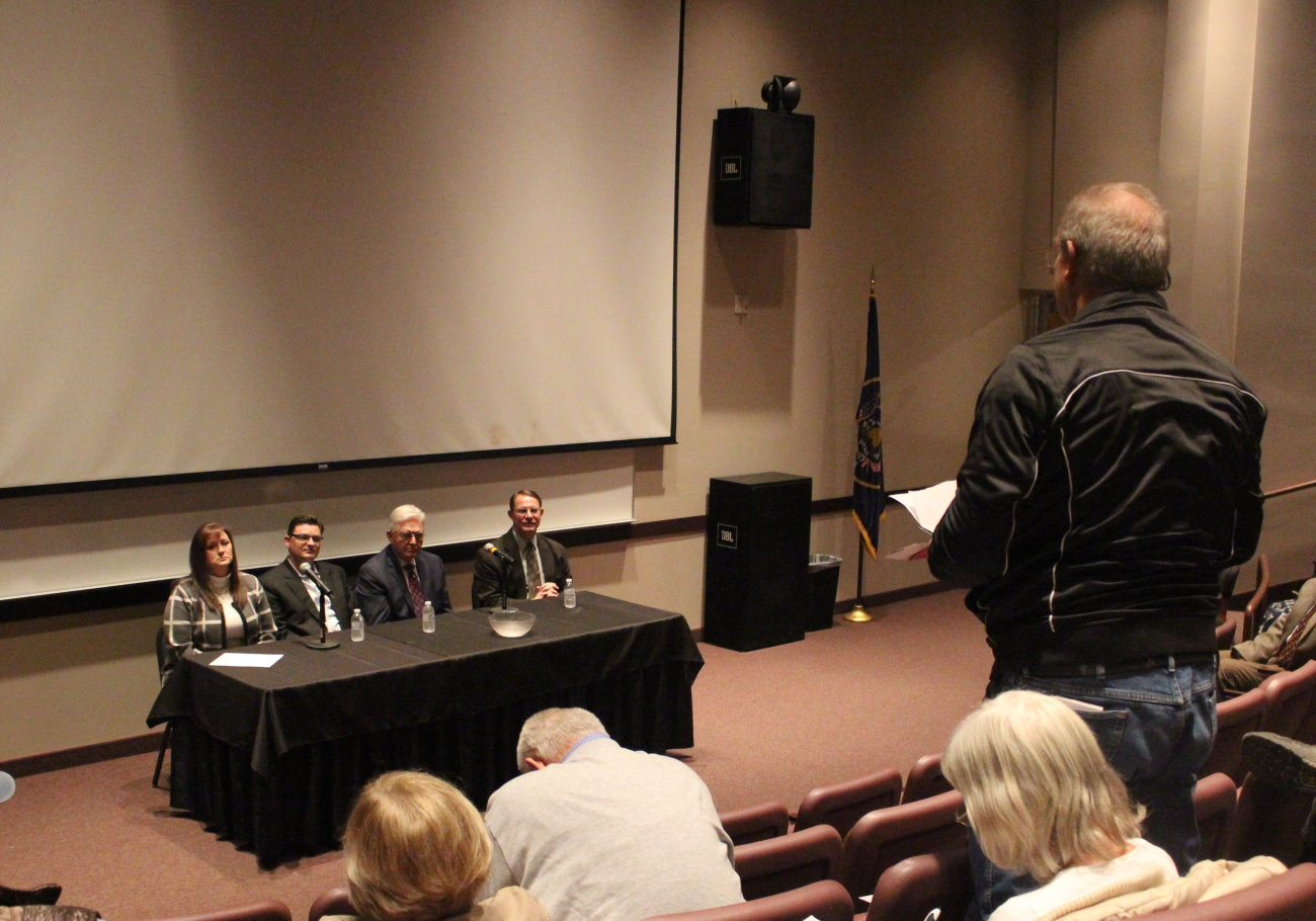 An attendee at a meeting discussing a proposed convention of states to amend the constitution ask questions of (L-R) Reps. Kim Coleman, Jon Stanard, V. Lowry Snow and Ken Ivory, St. George, Utah, Jan. 9, 2016 | Photo by Mori Kessler, St. George News