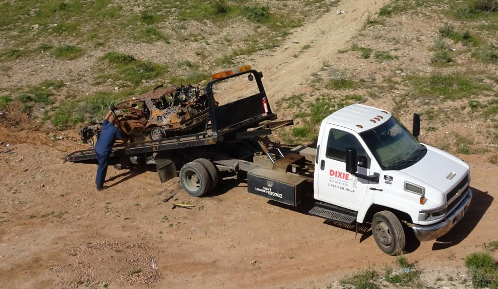 Dixie Auto Salvage >> Off Roaders Remove Car Shooting Debris Sofas And More From
