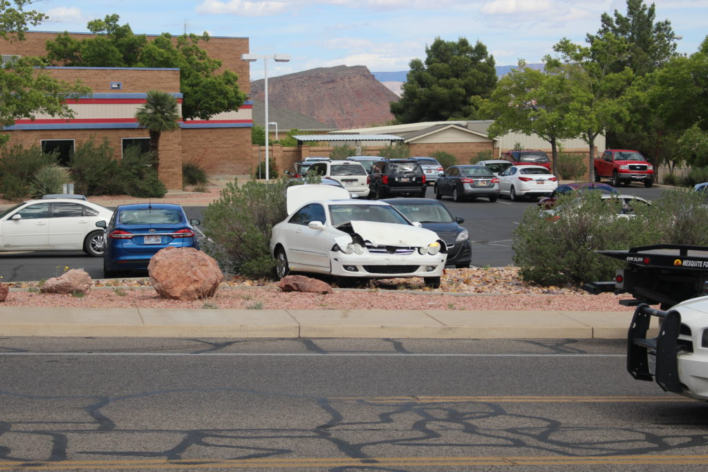 Courtesy wave leads to t bone collision st george news for Mercedes benz st george utah