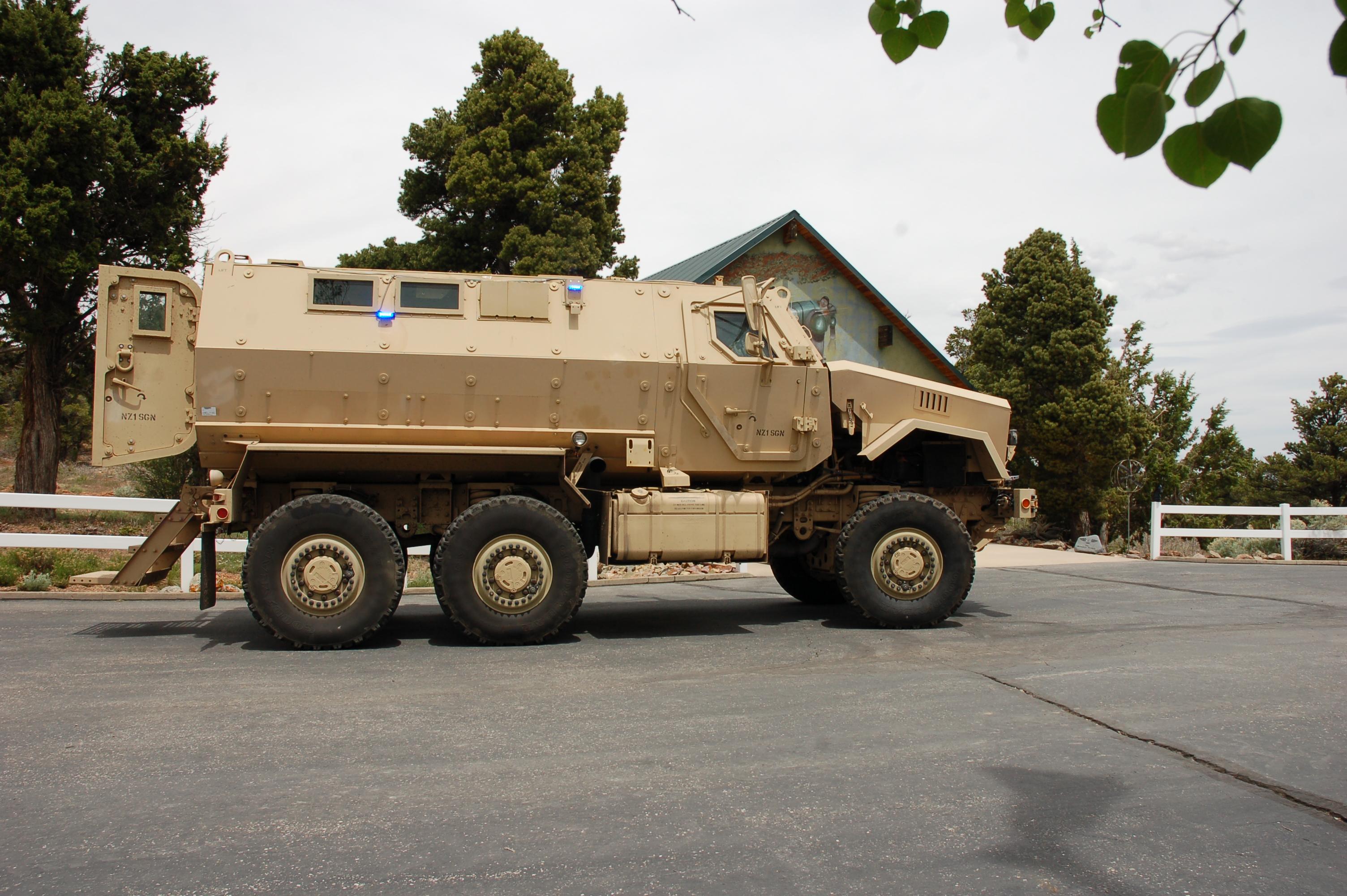 isis armoured patrol car