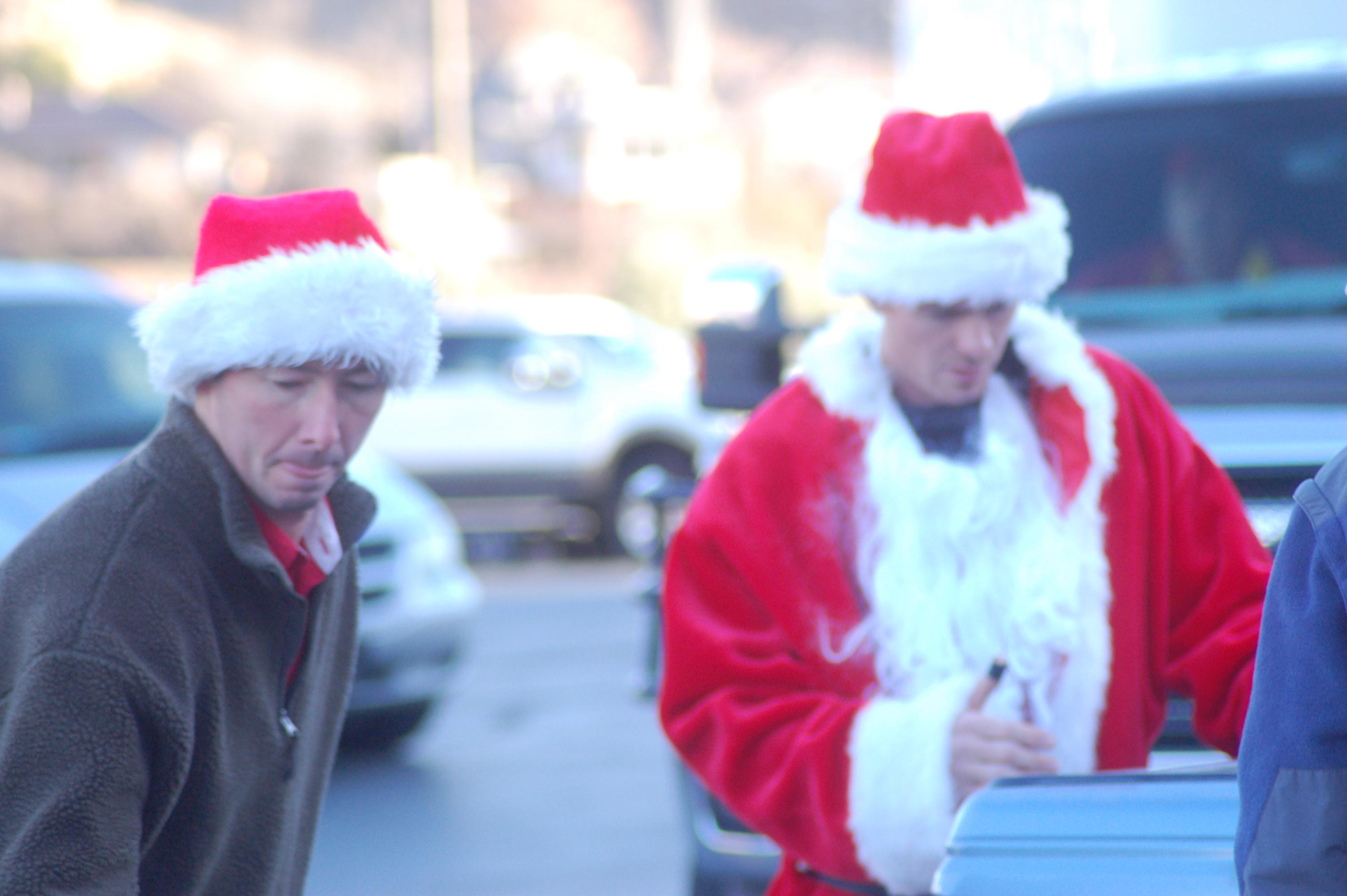 Christmas Volunteering 2020 Utah A community of Santas deliver Christmas cheer to almost 500