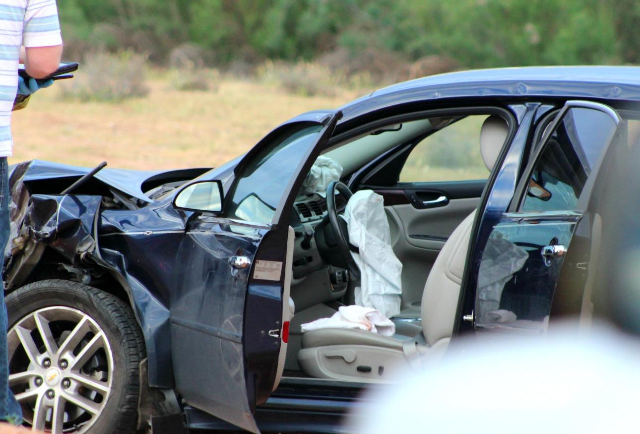2 injured, dog killed in head-on crash near Mall Drive – St